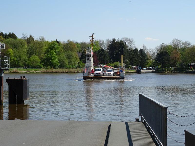 Faehre-Hochdonn-Fahrradtour-am-Nord-Ostsee-Kanal
