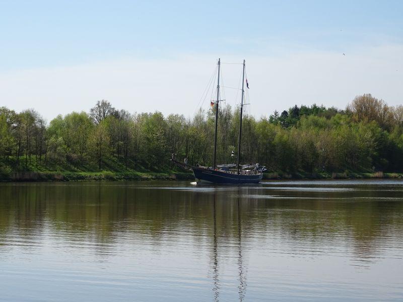 Segelboot-Fahrradtour-am-Nord-Ostsee-Kanal